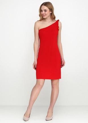 Красное платье на одно плечо с оборкой, 38