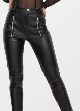 Кожаные брюки prettylittlething. кожаные штаны высокая талия