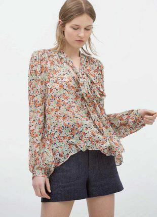 Легкая блузка-рубашка в цветочный принт