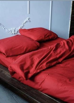 Однотонное постельное белье красного цвета