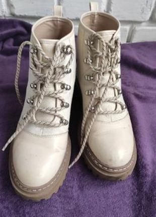 Бежевые весенние ботинки 39