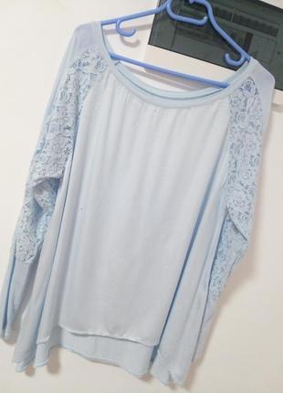 Блуза с кружевными рукавами в нежно голубом цвете раз. l-xl