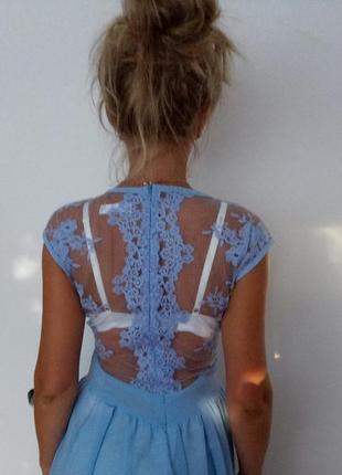 Крутое длинное платье в пол с кружевной спинкой  в голубом цве...