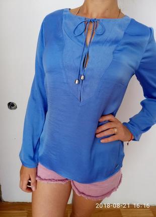 Красивая блуза в голубом цвете раз. s