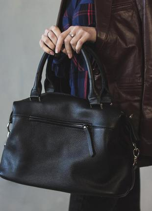 Практичная большая сумка из натуральной кожи с плечевым ремнем