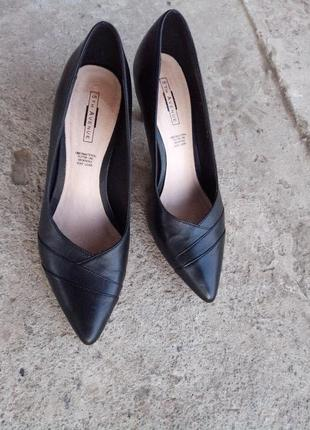 Кожаные туфли на удобном каблучке раз. 38