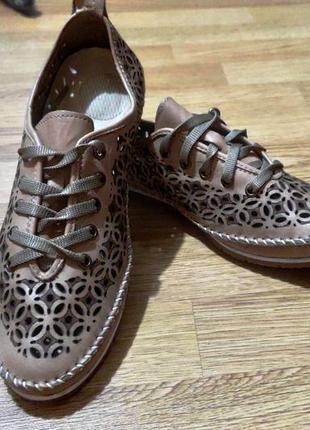 Бежевые туфли / мокасины
