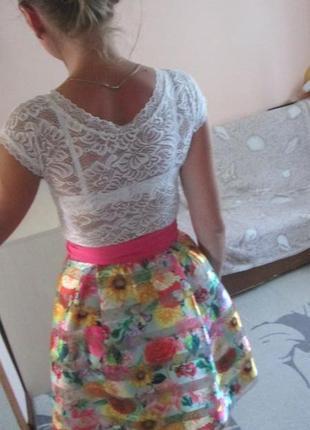 Кружевное платье с цветочным принтом
