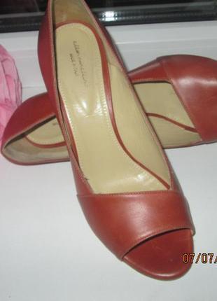 Кожаные босоножки с открытым носком