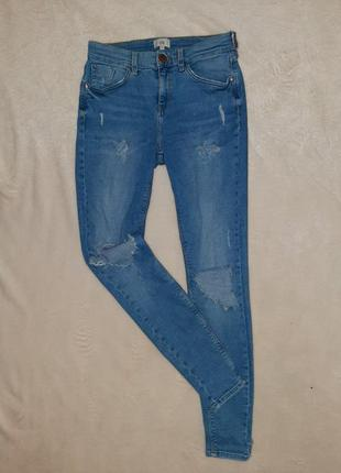 Равные джинсы штаны