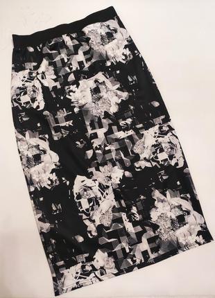Интересная черно-белая прямая юбка