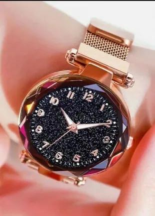 Часы наручные женские, кварцевые.