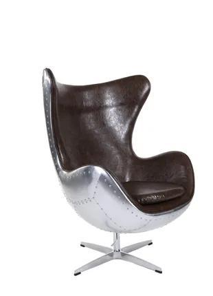 Кресло Egg Aviator вращается, а высота сидения легко регулируется