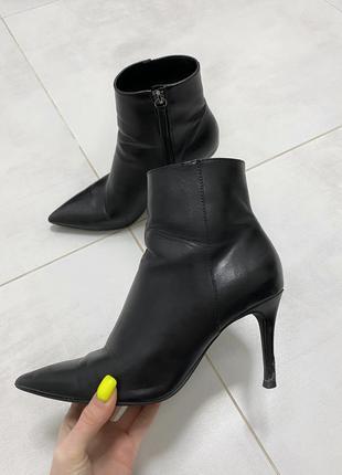 Ботинки на шпильке bershka, ботинки лодочки
