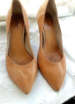 Туфли лодочки еsprit кожа 39р. бежевые,сamel,коричневые