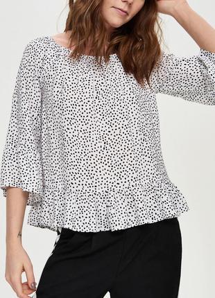 Блуза в горошек с воланами рюшами