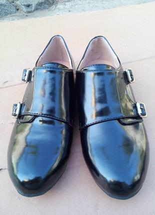 Туфли лаковые на низком ходу (каблуке, без каблука) монки