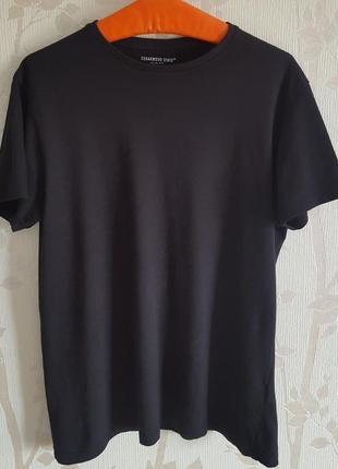 Стрейчевая черная футболка cedarwood state