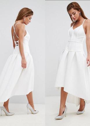 Белое неопреновое платье миди пышное очень красивое на выпускной