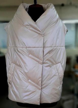 Модный женский стеганый короткий бежевый жилет