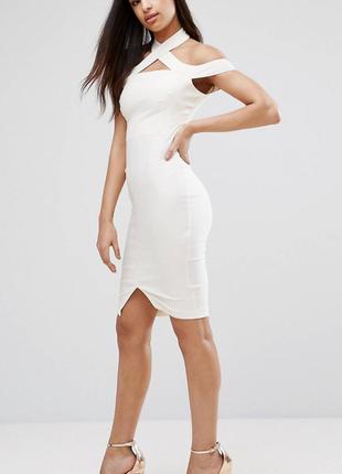 Стильное летнее платье цвета экрю средней длины