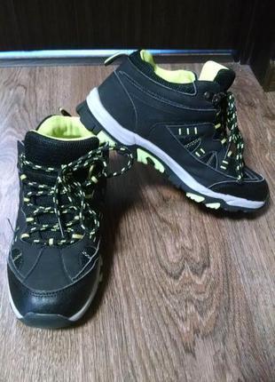 Высокие кроссовки,демисезонные ботинки для мальчика 35р-22,5 см