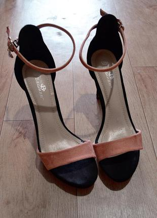 Черные босоножки на шпильке, высокий каблук