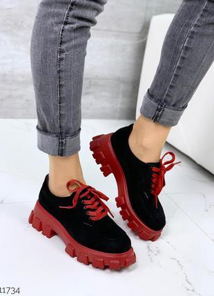 Стильные черно-красные туфли на массивной подошве