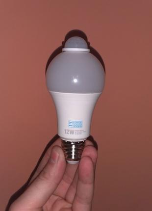 Лампа с датчиком движения 12 Вт