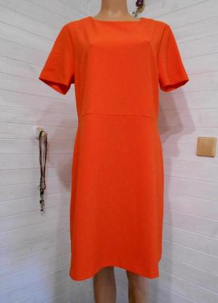 Яркое и красивое платье