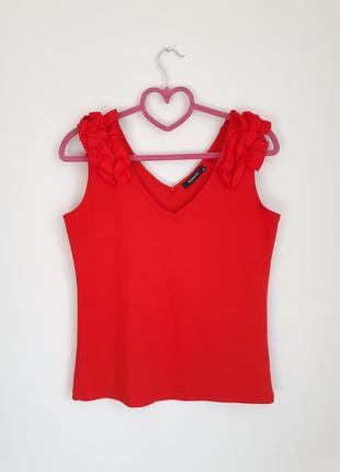 Красная майка, топ с оборками на плечах