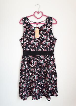 Летнее платье с кружевной вставкой на талии