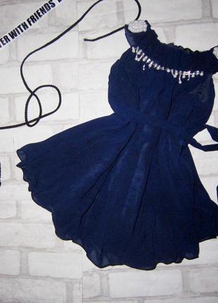 Шикарное платьице с жемчугом на девочку