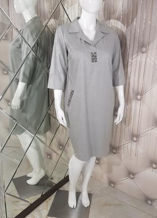 Серое платье-рубашка с декором