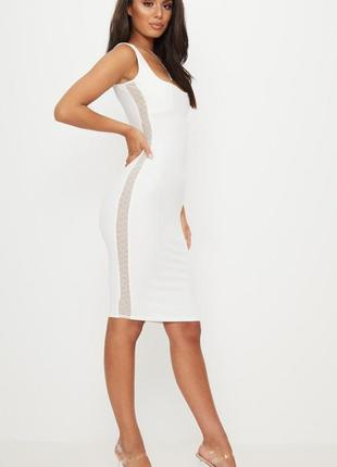 Белое платье миди с прозрачными вставками по бокам