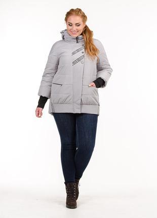 Женская демисезонная серая куртка с манжетами