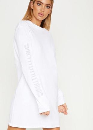 Белое платье футболка с длинными рукавами