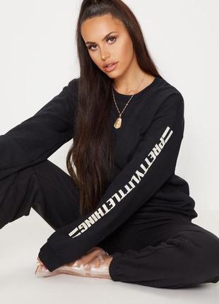Черный утепленный свитер, свитшот