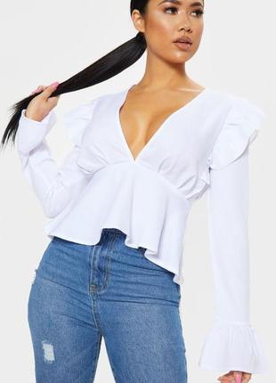 Белоснежная нарядная блузка с глубоким декольте
