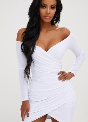 Белое летнее платье с длинными рукавами