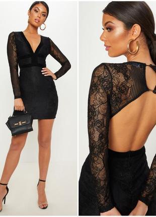 Шикарное черное кружевное платье с бархатными вставками и откр...