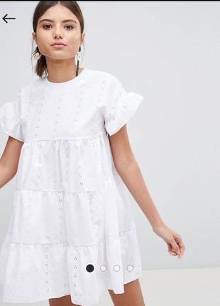 Белое летнее платье мини с вышивкой