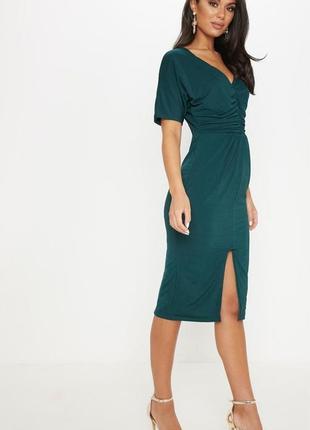 Платье миди изумрудного зеленого цвета