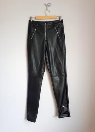 Черные штаны под кожу, высокая талия