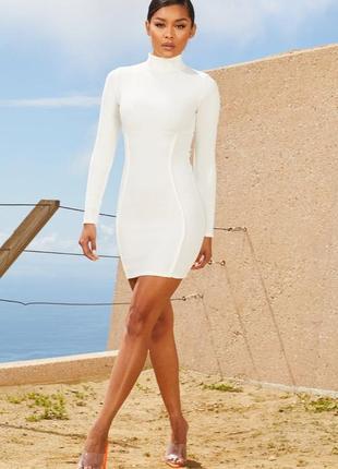 Белое бандажное  платье мини с длинными рукавами