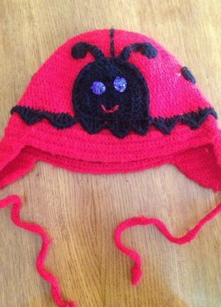 Милая шапочка-божья коровка для 2-3 летней девочки на сезон ос...