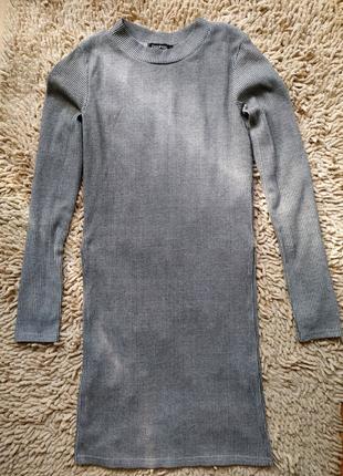 Удлиненная кофта в рубчик с разрезами по бокам
