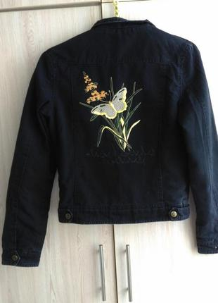 Куртка джинсовая на синтепоне женская.