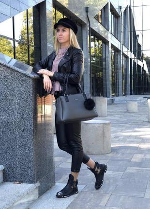 Женская вместительная сумка черного цвета