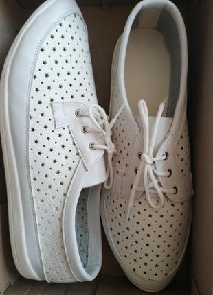 Мокасины на шнуровках перфорация натуральная кожа белые